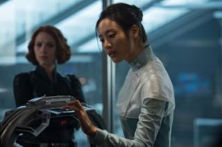 영화에서 세계적인 생명공학자로 등장하는 닥터 조(수현)는 부상을 입은 어벤져스에게 인공피부를 이식한다 - 월트디즈니컴퍼니코리아 제공
